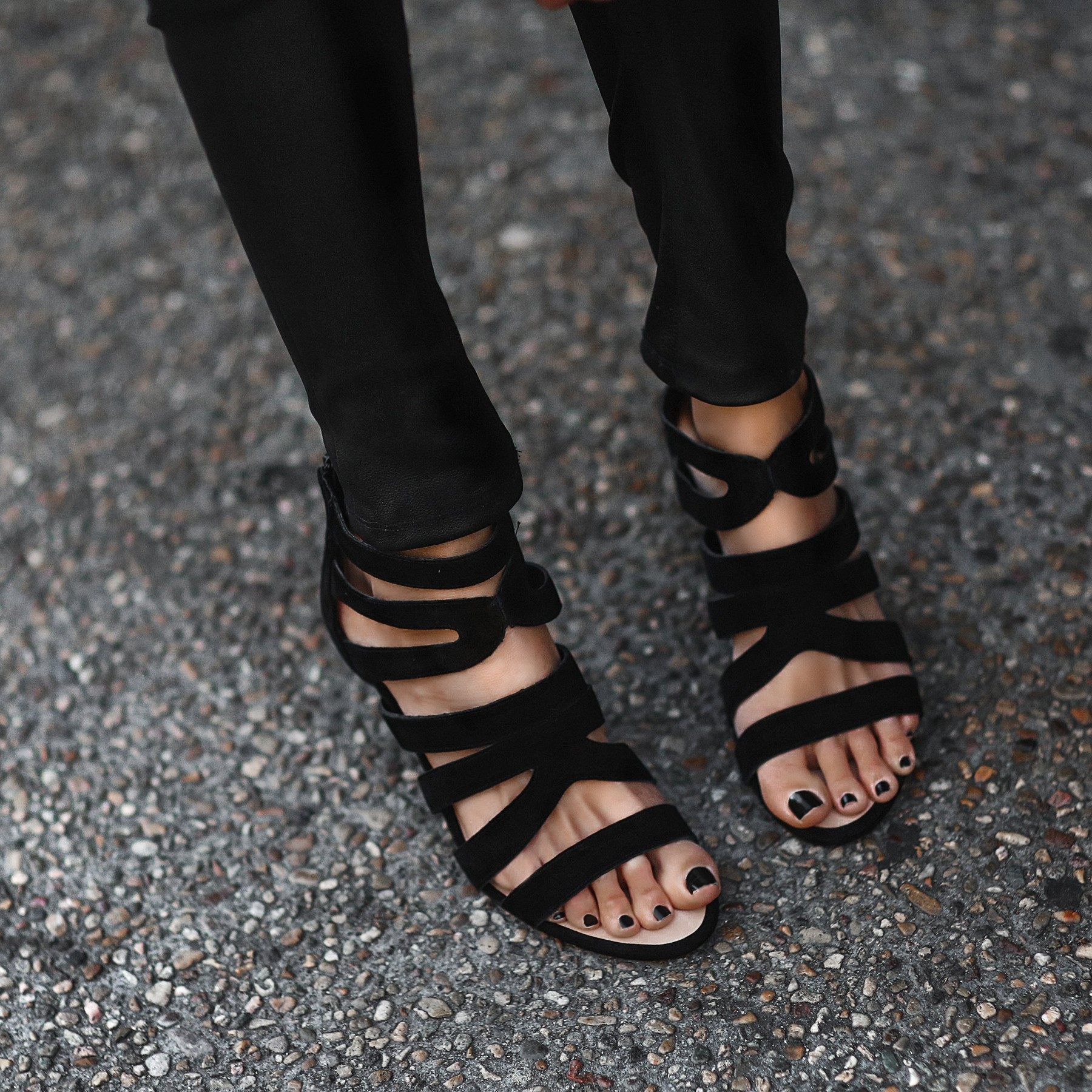 sole society black heels