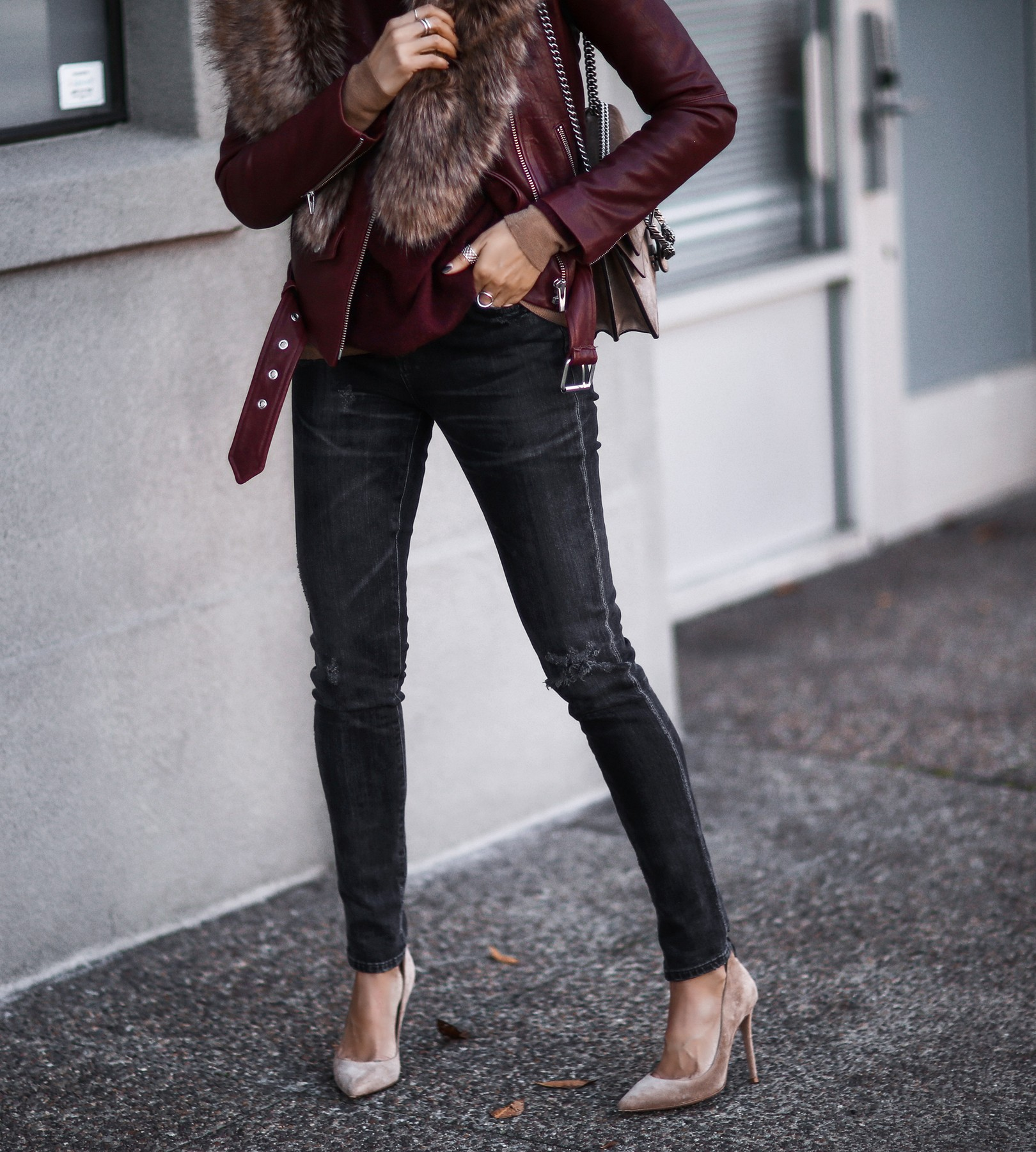 leather jacket, faux fur stole, skinny jeans, tan suede pumps