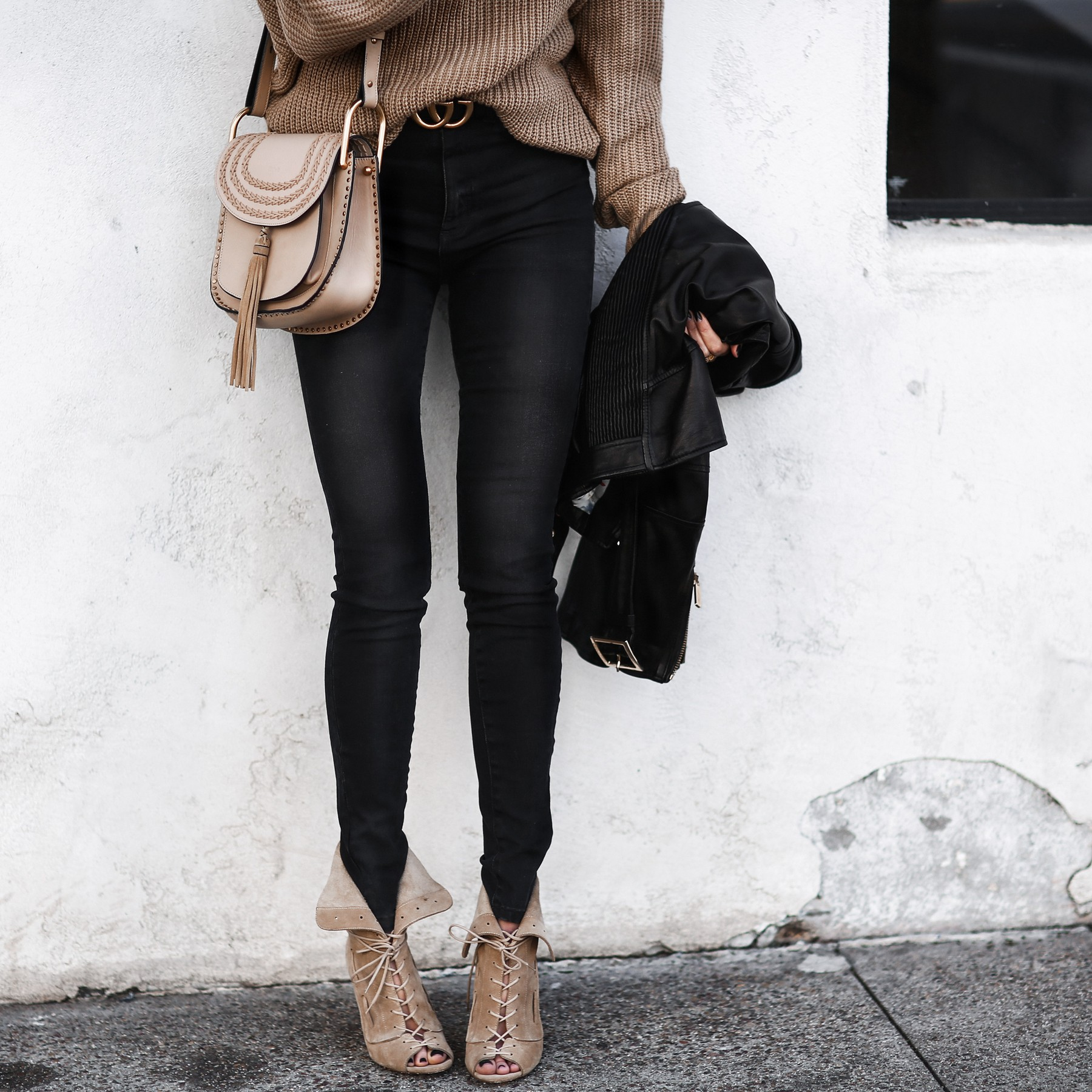 camel slouchy sweater, gucci belt, black skinny jeans, lace up heels