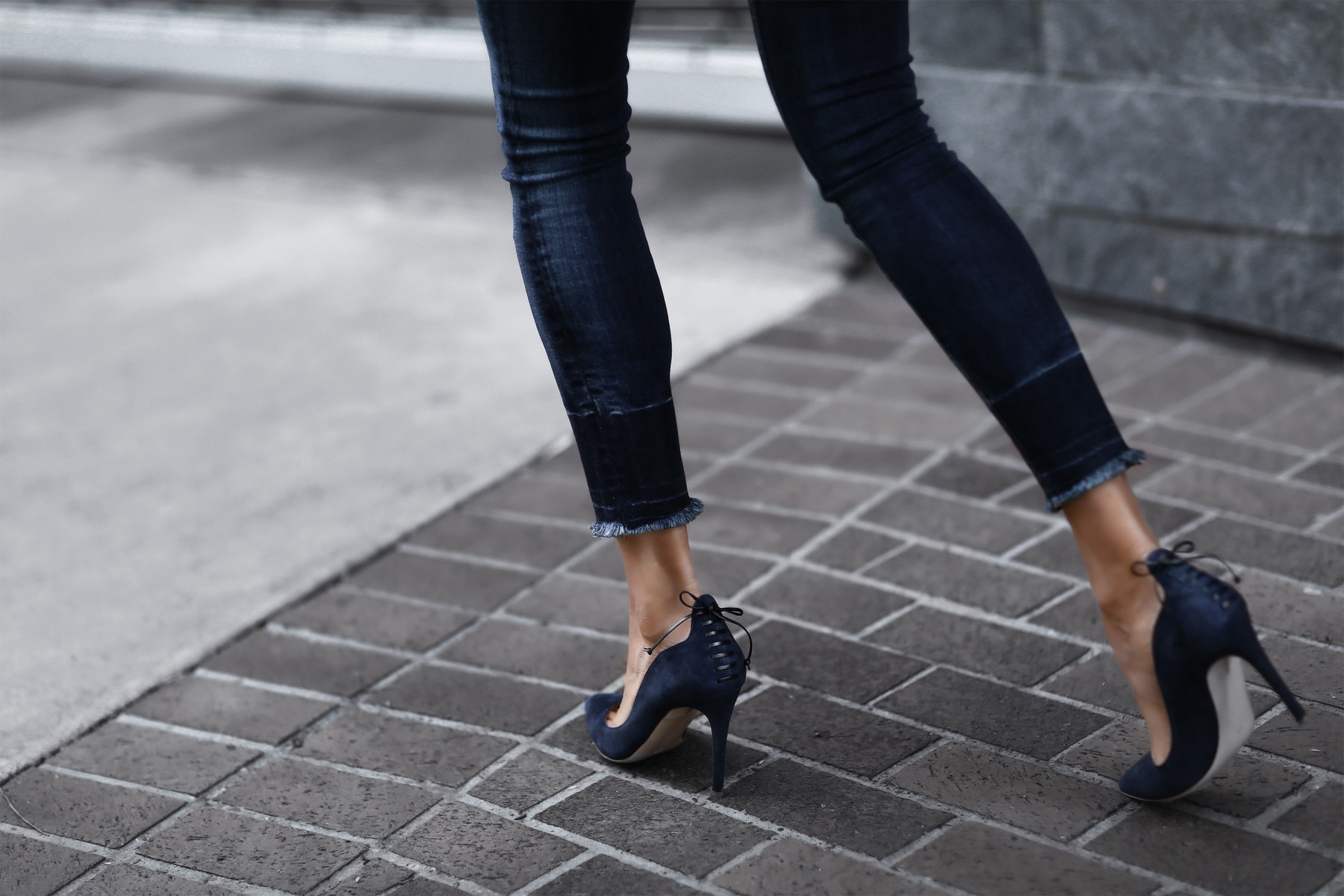 raw hem skinny jeans, blue suede pumps