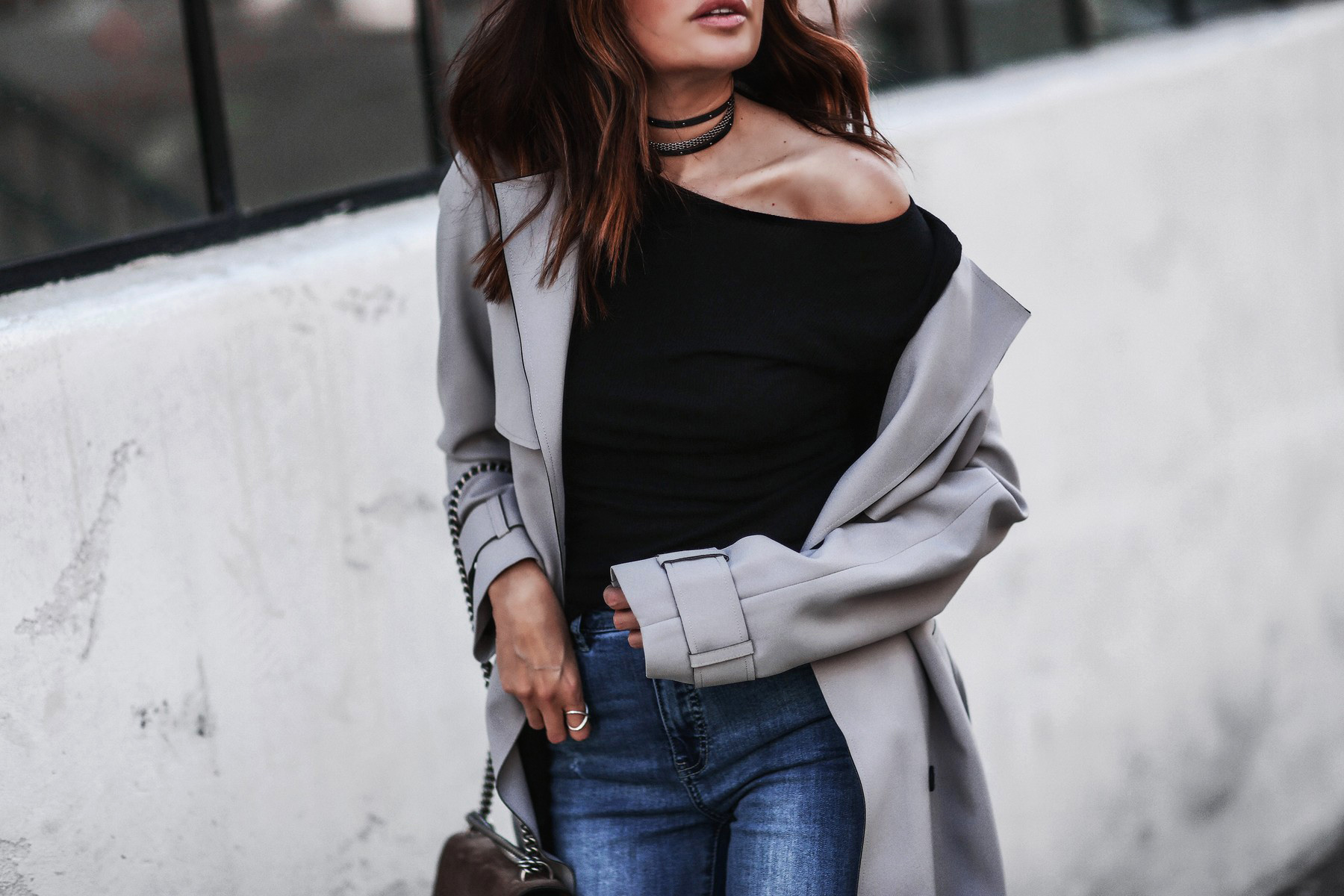 gray trench coat, high waisted skinny jeans, layered chokers