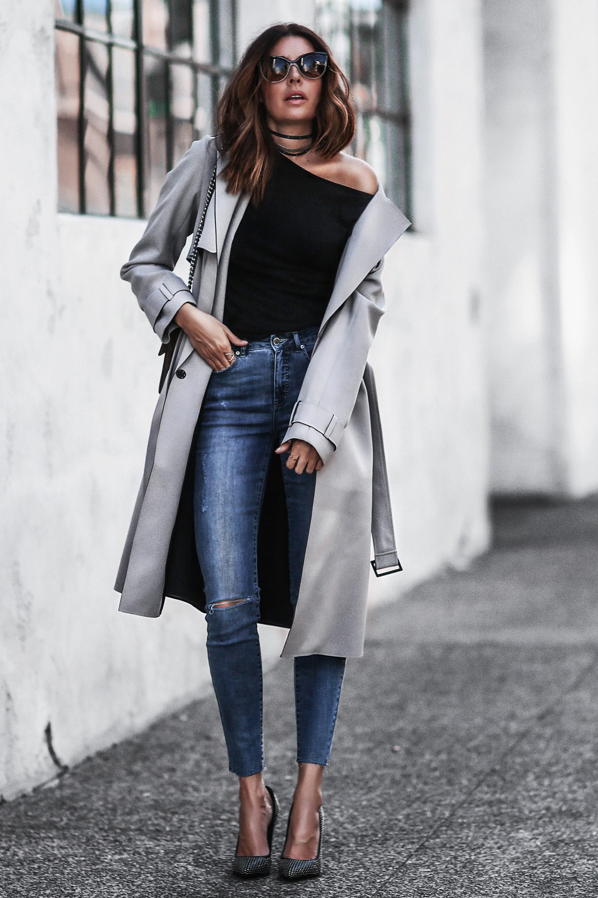 gray trench coat, high waisted skinny jeans, studded pumps, layered chokers