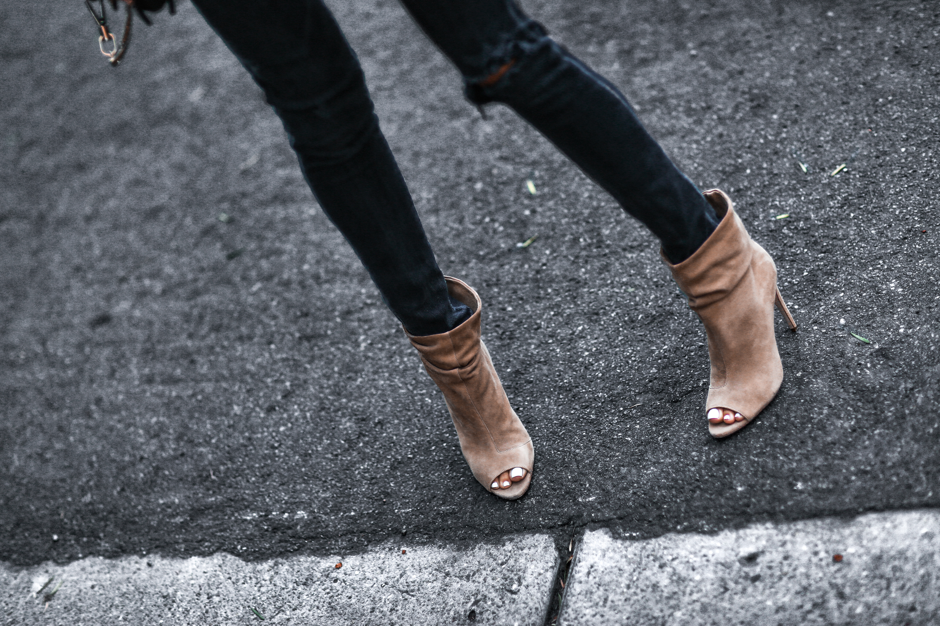 black distressed skinny jeans, tan suede peep toe booties